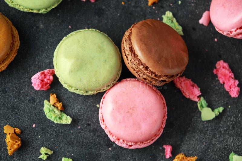 甜五颜六色的macarons点心,杏仁蛋糕,曲奇饼 所选的重点 免版税库存图片