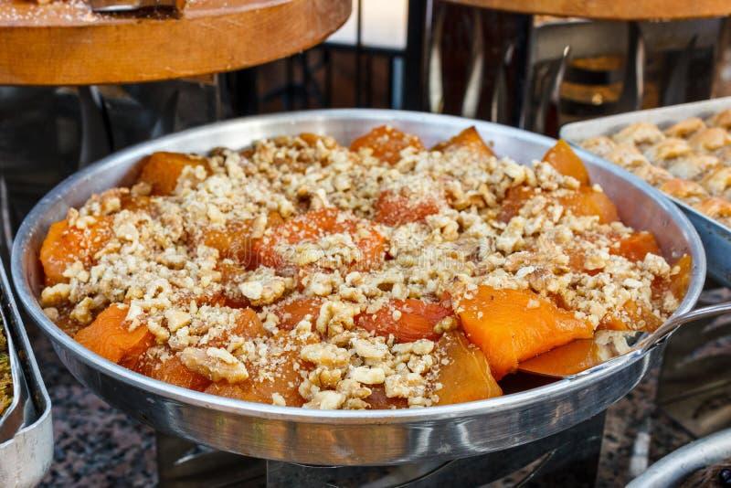 甜南瓜传统土耳其点心用tahini调味汁 库存照片