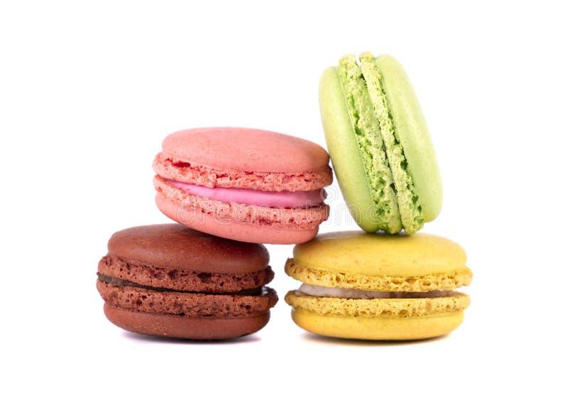 甜和五颜六色的法国蛋白杏仁饼干或macaron在白色背景 点心 免版税库存图片
