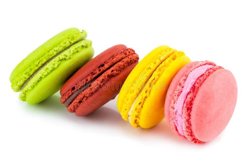甜和五颜六色的法国蛋白杏仁饼干或macaron在白色backgro 免版税库存照片