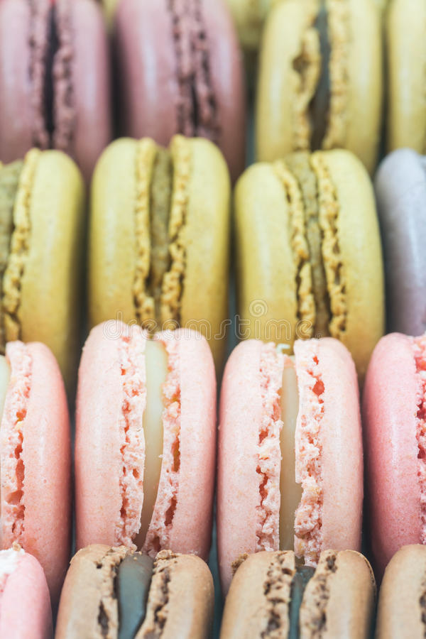 甜和五颜六色的法国蛋白杏仁饼干或macaron 库存图片