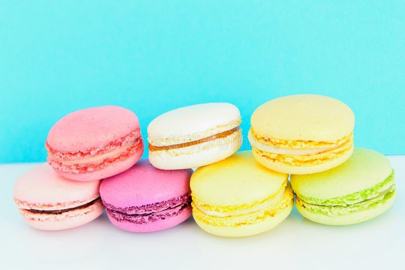 Download 甜和五颜六色的法国蛋白杏仁饼干 库存照片. 图片 包括有 巧克力, 蛋白杏仁饼干, 薄菏, 食物, 法国 - 62531614