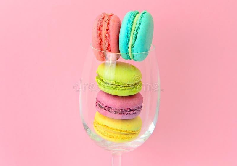 Download 甜和五颜六色的法国蛋白杏仁饼干 库存图片. 图片 包括有 巧克力, 减速火箭, 巴黎, 生日, 点心, 墙纸 - 62531647