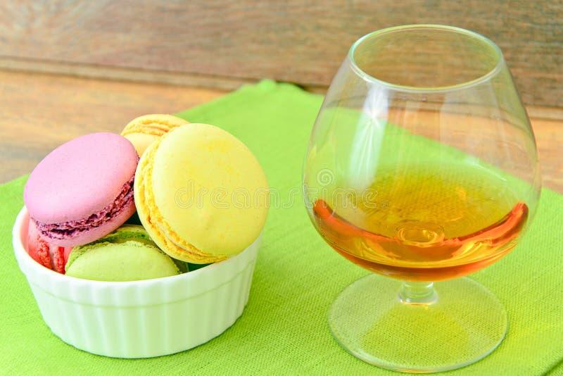 Download 甜和五颜六色的法国蛋白杏仁饼干 库存照片. 图片 包括有 巴黎, 点心, 颜色, 照片, 蓝色, 背包, 巧克力 - 62531698