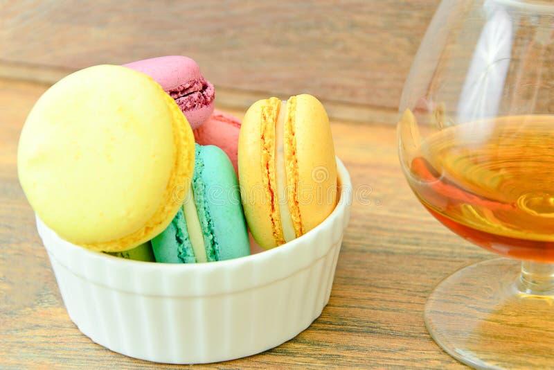 Download 甜和五颜六色的法国蛋白杏仁饼干 库存照片. 图片 包括有 摄影, 薄菏, 法国, 杯子, 巴黎, 艺术, 春天 - 62531744