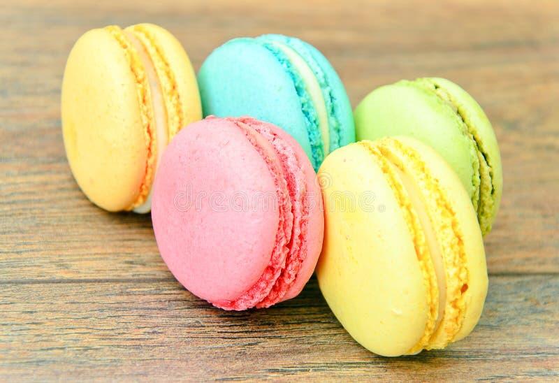 Download 甜和五颜六色的法国蛋白杏仁饼干 库存照片. 图片 包括有 艺术, 生日, 平分, 五颜六色, 蓝色, 欢乐 - 62531808