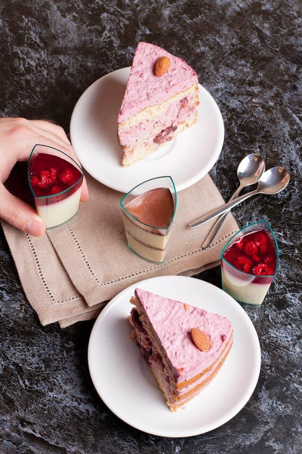 甜果子蛋糕用樱桃 免版税图库摄影