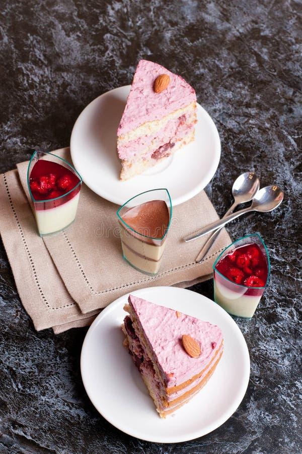 甜果子蛋糕用樱桃 免版税库存图片