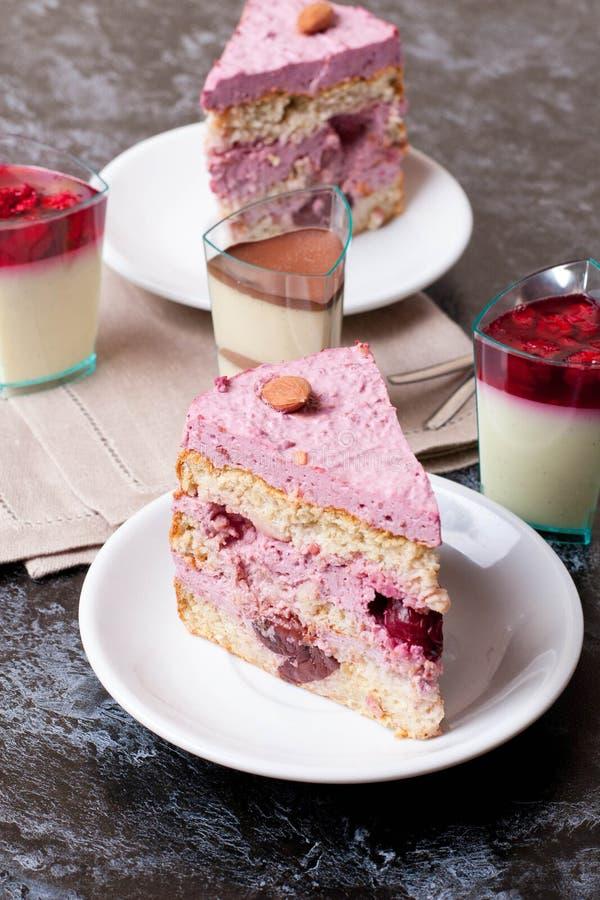 甜果子蛋糕用樱桃 库存图片