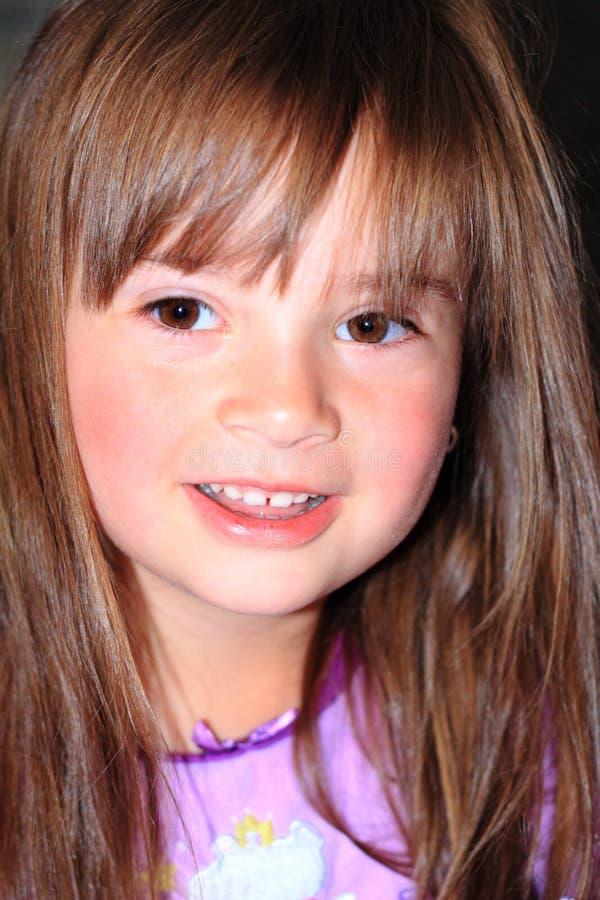 甜点微笑的小女孩 库存图片