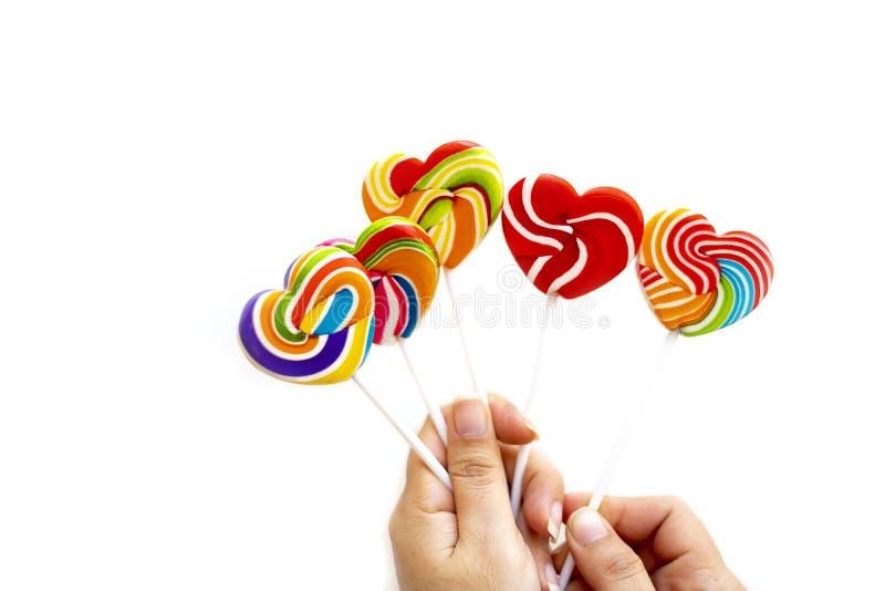 甜点糖果心形颜色充分在白色背景,颜色彩虹棒棒糖集合糖果,情人节爱的礼物 免版税库存照片