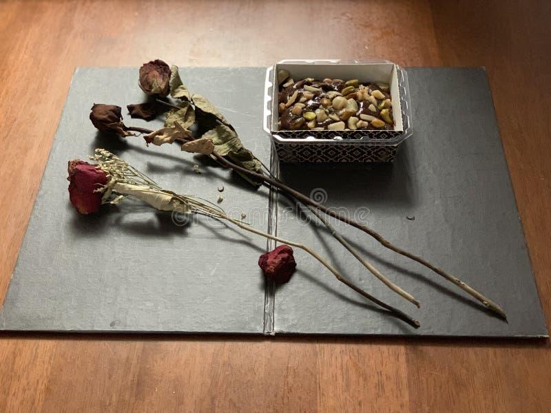 甜点,巧克力,安排在葡萄酒样式 免版税库存照片