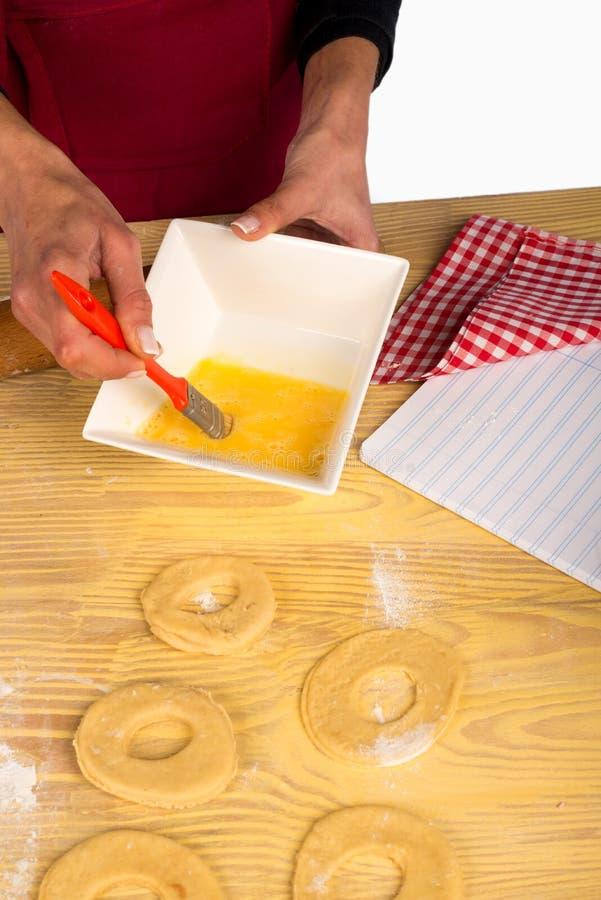 Download 甜百吉卷的鸡蛋 库存照片. 图片 包括有 曲奇饼, 现有量, 引诱的, 主厨, 成份, 烹调, 面团, 食物 - 30330310