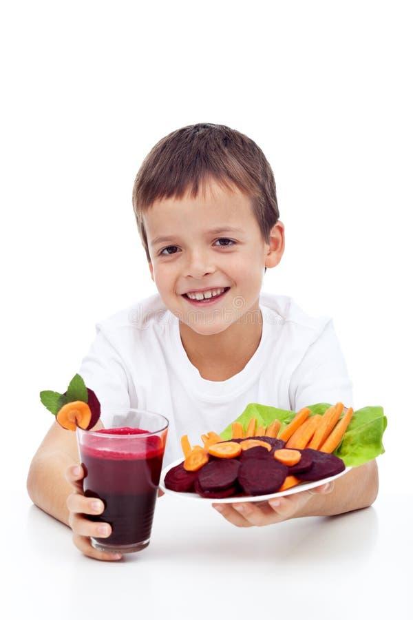 甜菜根儿童新鲜的健康汁液 库存照片