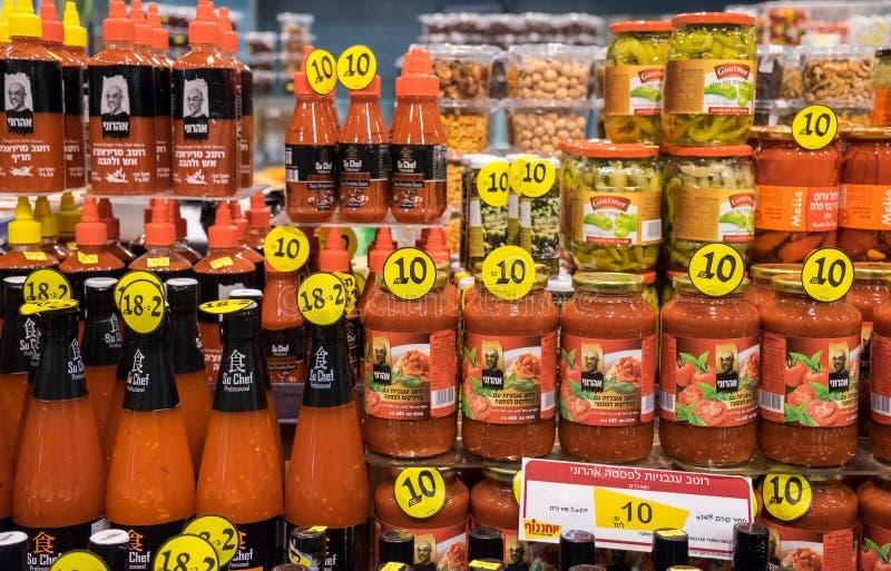 甜辣椒和其他调味汁待售在以色列食物supermark 库存图片