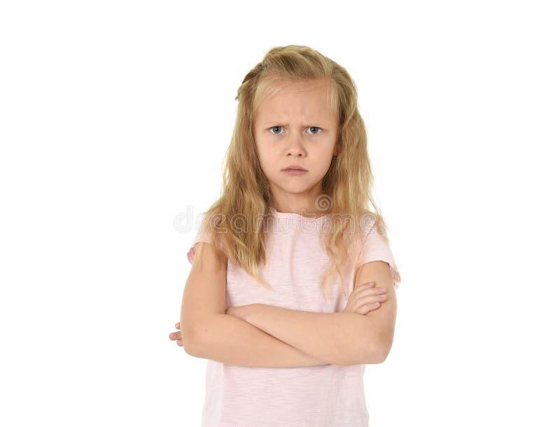 甜年轻女小学生以金发和被折叠的不快乐胳膊恼怒的翻倒被挫败和 库存图片