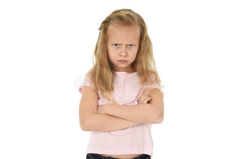 甜年轻女小学生以金发和被折叠的不快乐胳膊恼怒的翻倒被挫败和 免版税库存照片