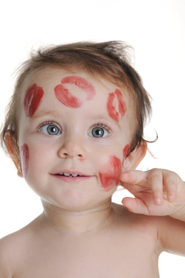 甜婴孩,有亲吻踪影的在他的面孔的 免版税库存照片