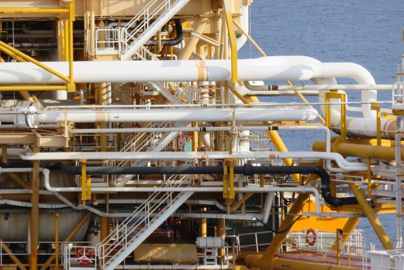 生产的近海建筑平台油和煤气,油和煤气产业和坚苦工作,生产平台 免版税库存照片