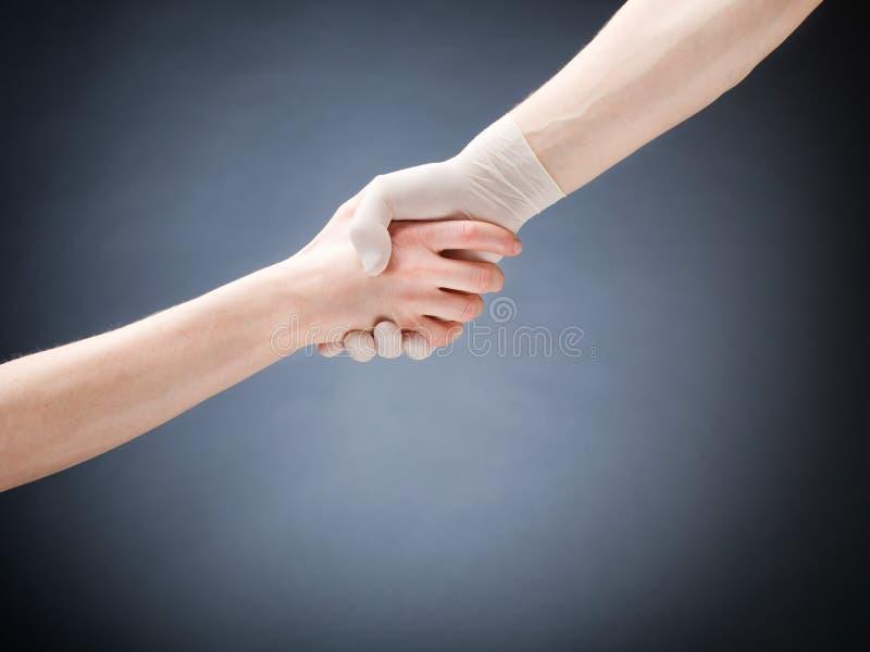 医生和患者握手 库存照片