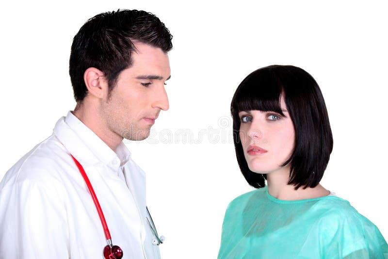 Download 医生和护士摆在 库存照片. 图片 包括有 医疗, 专业人员, 实习者, 职业, 医学, 协助, 专家, 工友 - 30338904