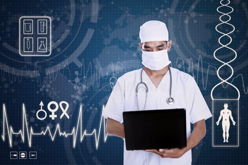 医生在蓝色数字式背景的举行膝上型计算机 向量例证