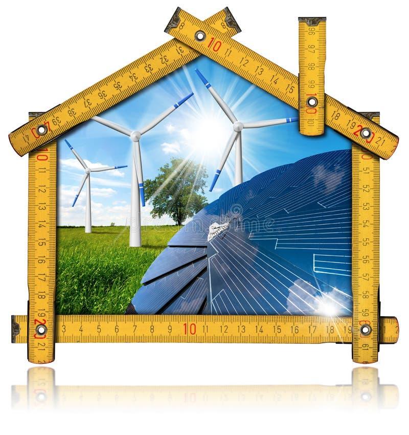 生态家的绿色能量概念 皇族释放例证
