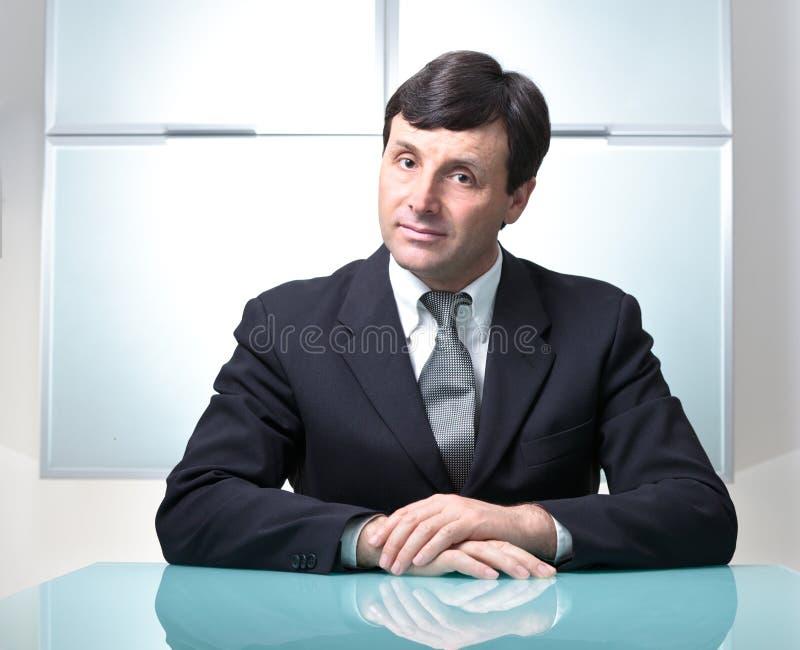 生意人他的现代办公室 免版税图库摄影