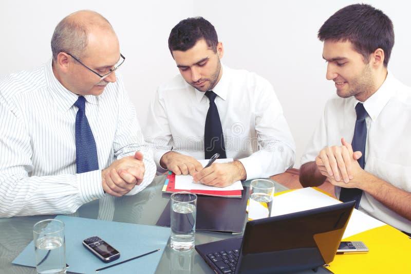 生意人会议坐的表三 免版税图库摄影