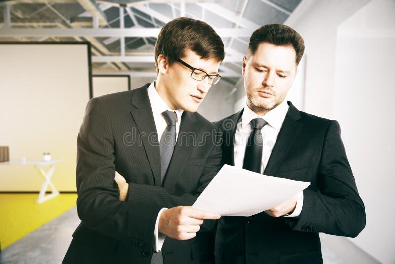 生意人办公室二 皇族释放例证