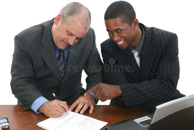 Download 生意人合同签字 库存照片. 图片 包括有 雇主, 交易, 合同, 纸张, 关闭, 破擦声, 商业, 销售人员 - 192120