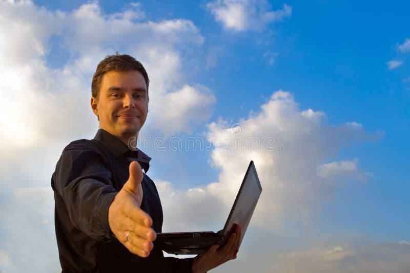 生意人成功的年轻人 商业铸造互联网膝上型计算机白色 免版税库存照片