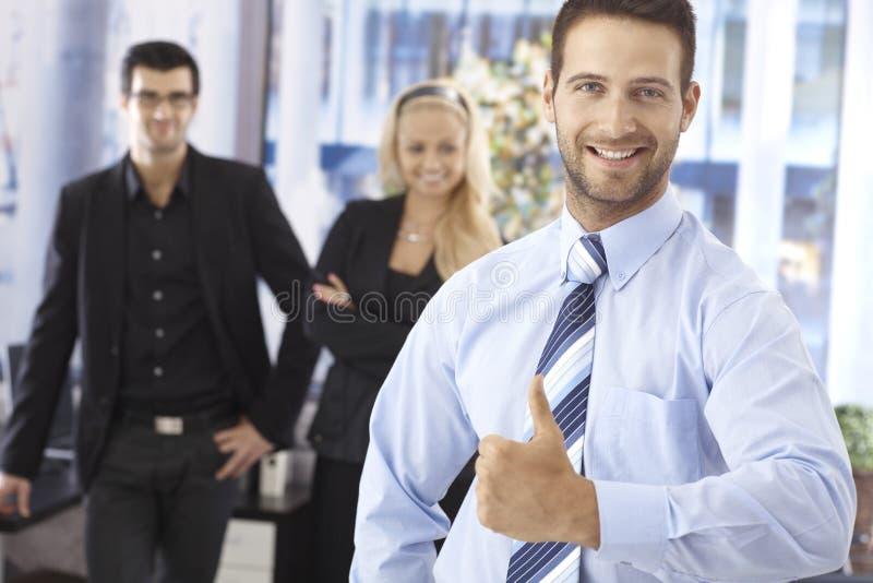 生意人查出的纵向成功的空白年轻人 免版税库存照片