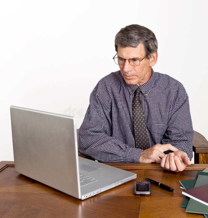 生意人检查他的脉冲 库存图片