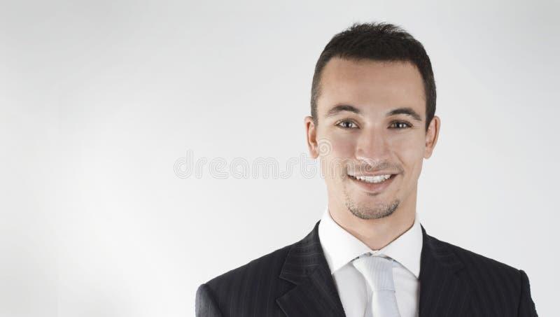 生意人电话会议微笑的年轻人 免版税库存图片