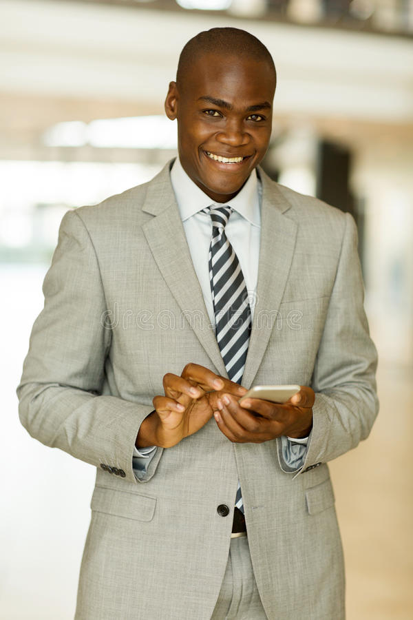 Download 生意人电话聪明使用 库存图片. 图片 包括有 种族, 雇佣, 现代, 正式, 投反对票, 确信, 商业, 买卖人 - 59105047