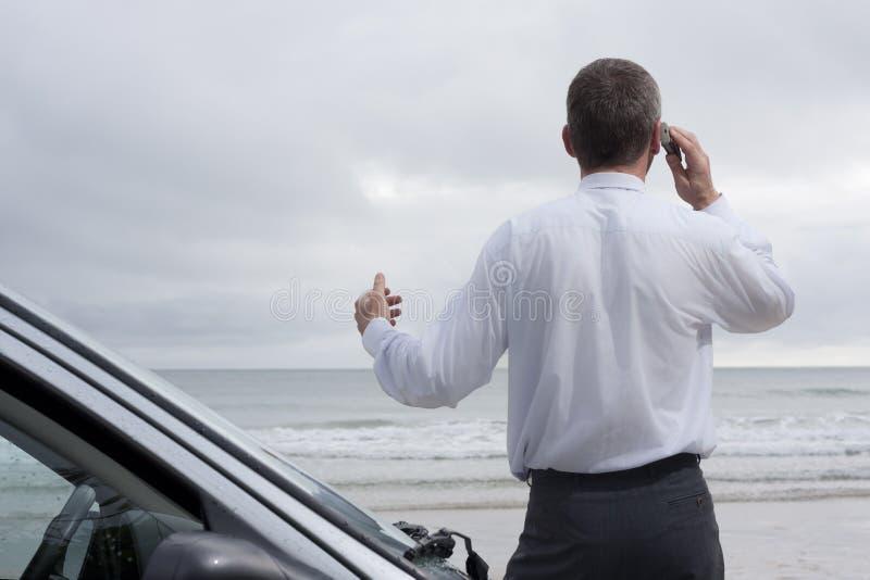 生意人移动电话海运联系 库存照片