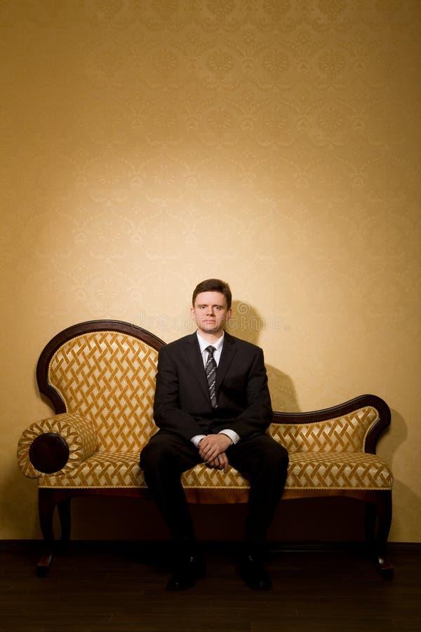 生意人空间坐的沙发 库存图片