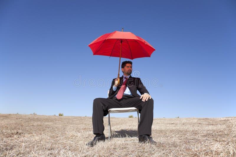 生意人红色伞 免版税库存照片
