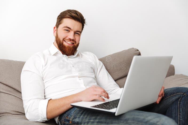 生意人纵向满足的年轻人 免版税库存图片