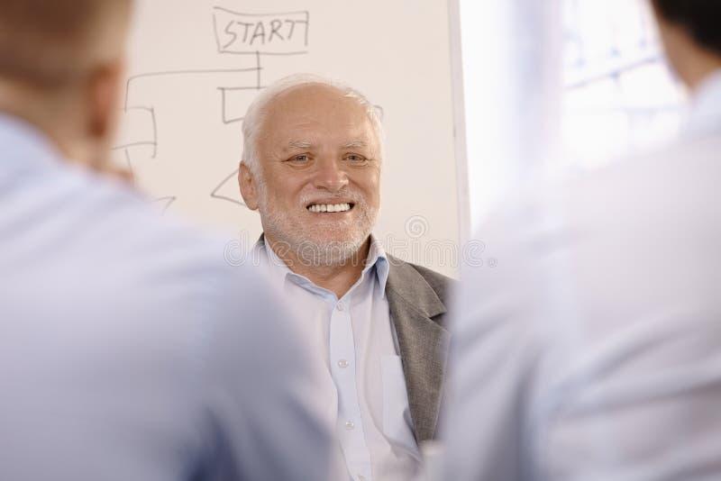 生意人纵向高级微笑 库存照片
