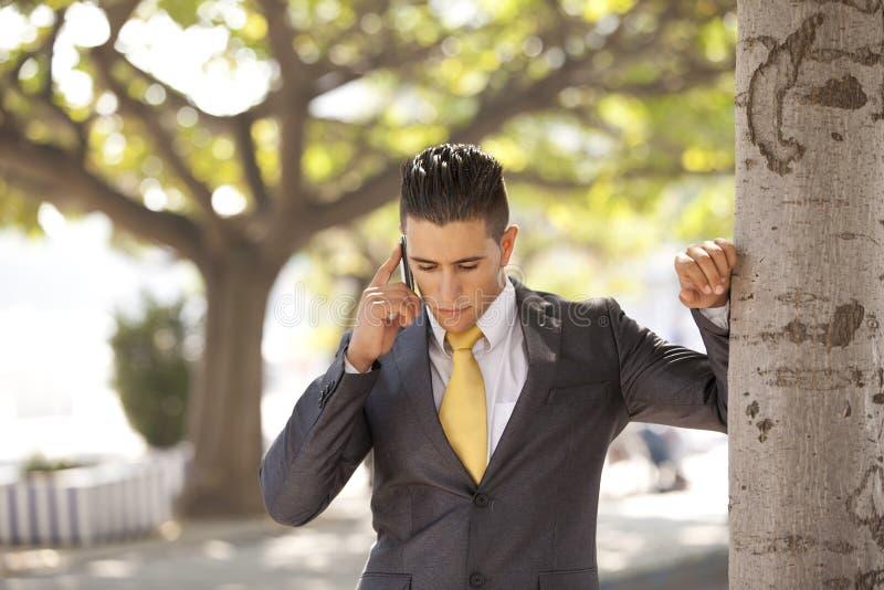 生意人联系在他的移动电话 图库摄影