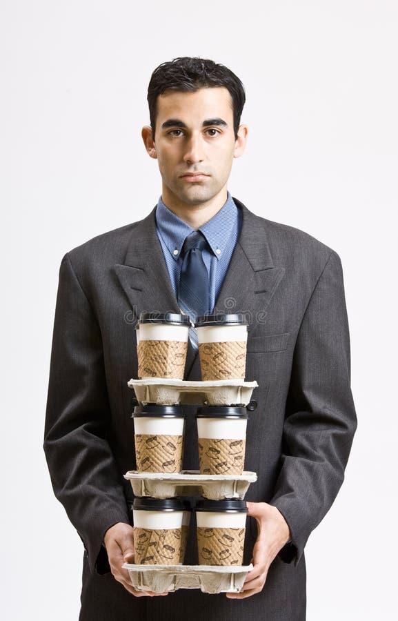 生意人运载的咖啡杯栈 免版税库存图片