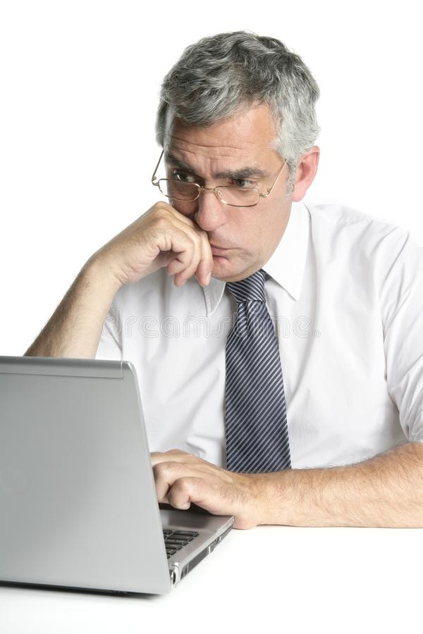 Download 生意人集中膝上型计算机高级工作 库存照片. 图片 包括有 专家, 笔记本, 生意人, 年龄, 商业, 玻璃 - 15695064