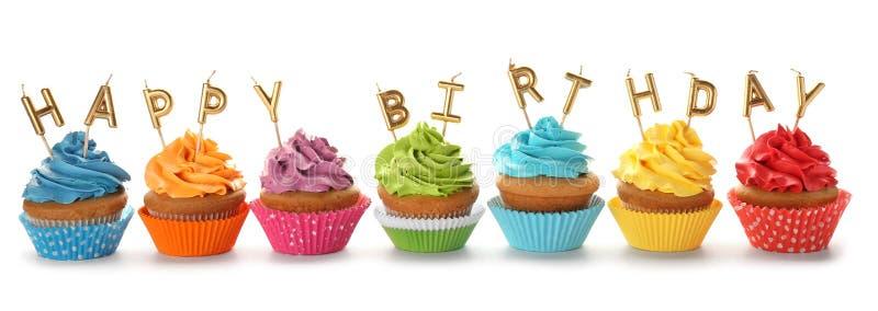 生日对光检查杯形蛋糕 免版税库存图片