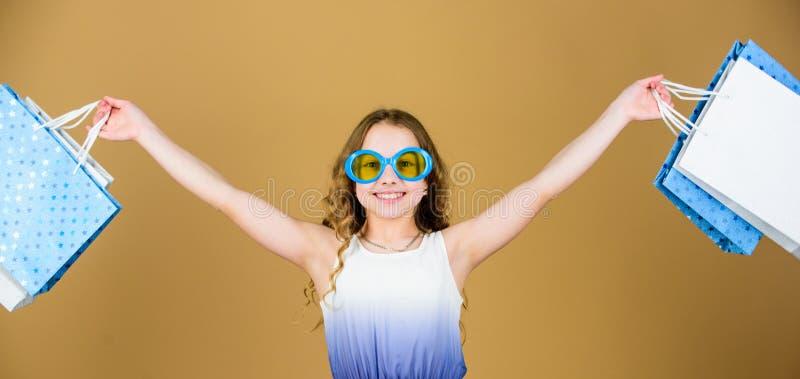 生日快乐假日 beauvoir 黑星期五折扣 夏天销售 小女孩时尚 星期一网络 礼物和礼物 免版税库存图片
