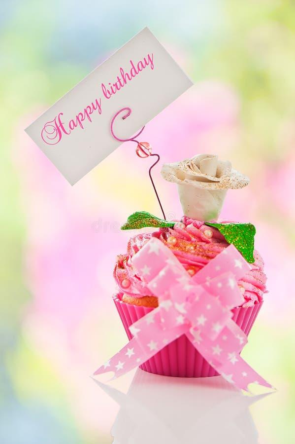 生日快乐杯形蛋糕 免版税库存照片