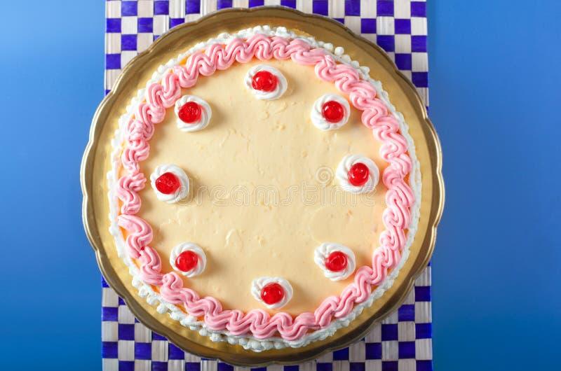 生日蛋糕奶油草莓 免版税图库摄影
