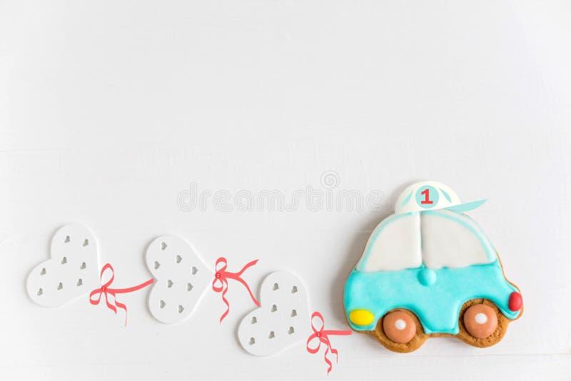 生日贺卡的框架 明信片1年 与打字机和气球的儿童的横幅 婴孩背景 库存图片