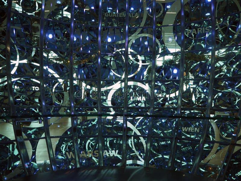 生气蓬勃的泡影的特写镜头在韩国国际机场和光安装的声音 免版税图库摄影